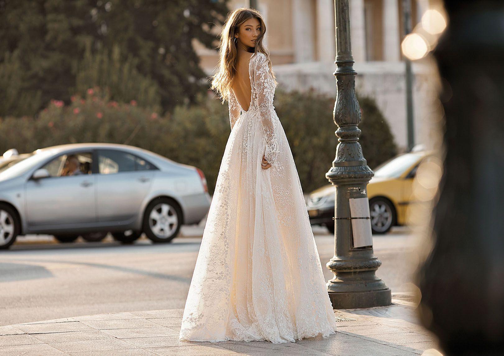 2019 Modest Appliques A-Line Wedding Dresses Sparkly Deep