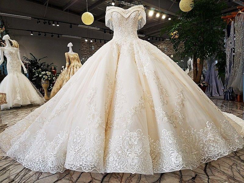 Dubai Empire Wedding Dresses 2018 Vintage Lace Appliques