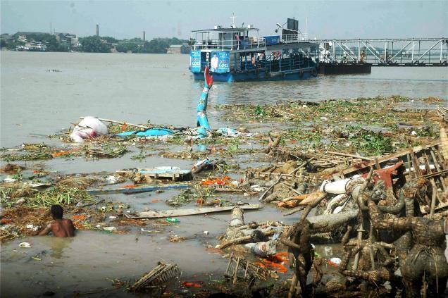 IND20103B_126017f.jpg (혐) 인도인들의 성수 겐지스 강 실태.jpg