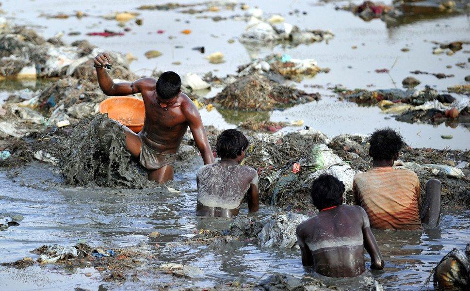 aH7QhV6.jpg (혐) 인도인들의 성수 겐지스 강 실태.jpg