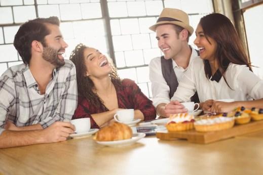 Risultati immagini per ridere con amici