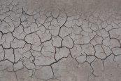 Textura de suelo seco craquelado suciedad fondo de sequía Foto Premium