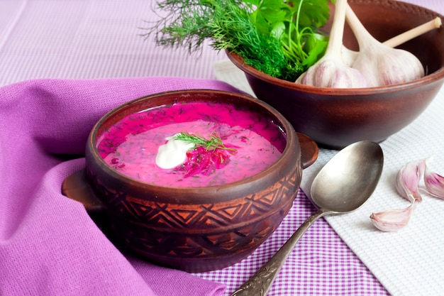 Holodnik, zuppa di barbabietola fredda lituana tradizionale | Foto Premium