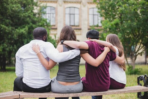 Risultati immagini per abbracciare persone