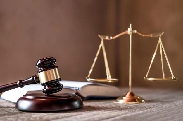 https://i2.wp.com/image.freepik.com/fotos-gratis/balanca-da-justica-e-martelo-na-mesa-de-madeira-e-acordo-na-sala-de-audiencias_28283-789.jpg?w=800&ssl=1