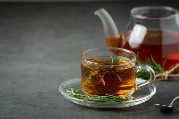 cha-quente-de-alecrim-na-xicara-pronto-para-beber_1150-35597 Dor no estômago  - Veja quais remédios pode aliviar