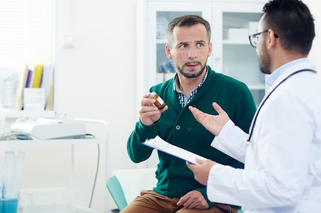 Homem em consulta médica