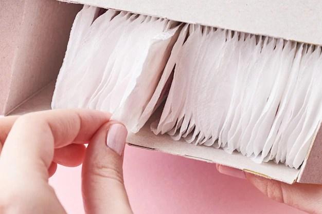 Protetor íntimo diário para mulheres que sofrem de corrimento branco