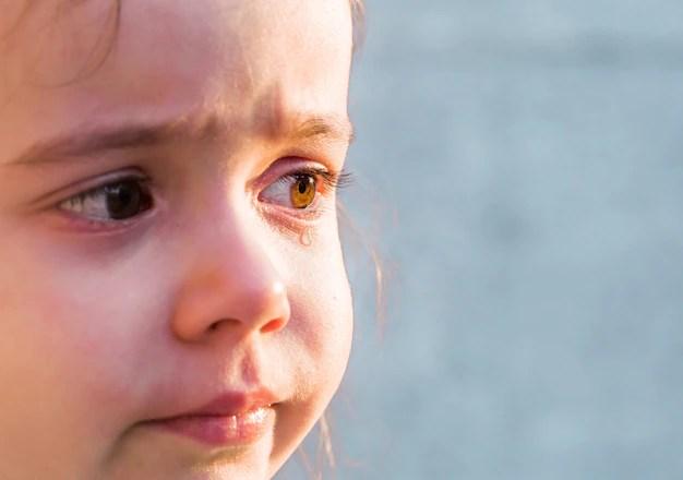 Garotinha chorando