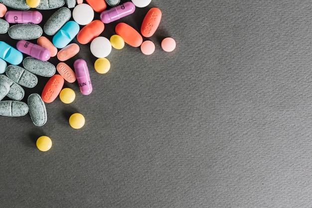 Comprimidos coloridos de remédios
