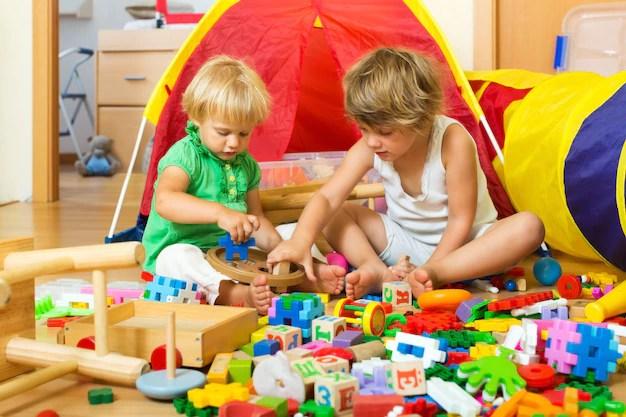 https://i2.wp.com/image.freepik.com/free-photo/children-playing-with-toys_1398-4991.jpg?w=640&ssl=1