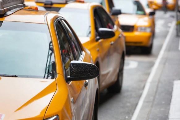Taxibilar på rad