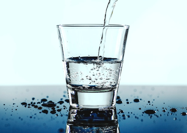 A glass of water macro shot | Free Photo