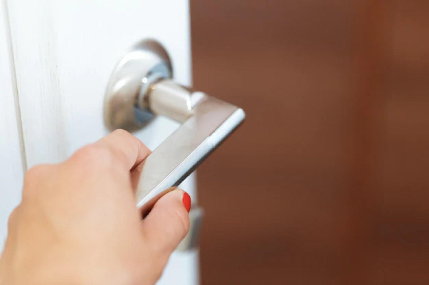 Hand open door | Premium Photo