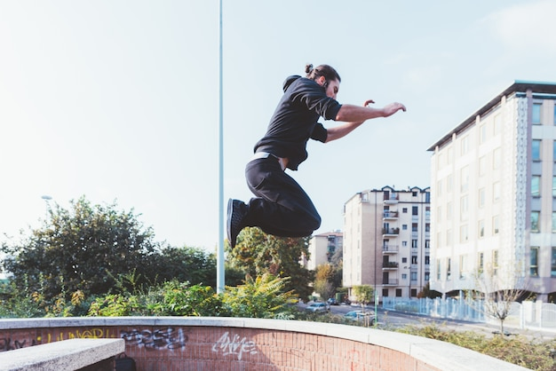 Parkour man | Premium Photo
