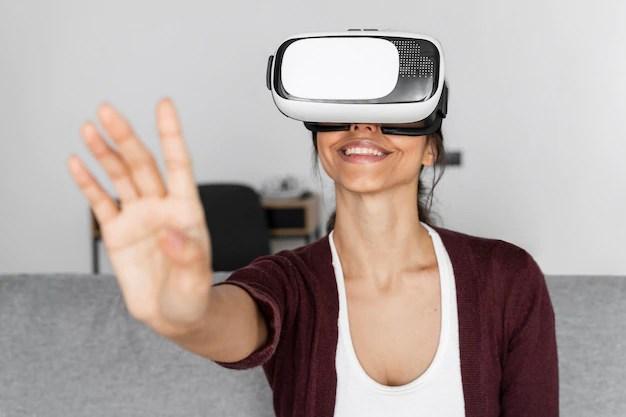 Virtual Reality Headset image credit: www.freepik.com