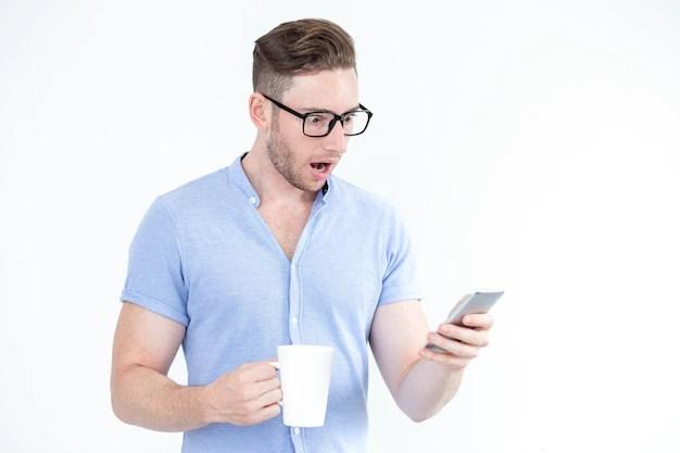Resultado de imagem para smartphone man