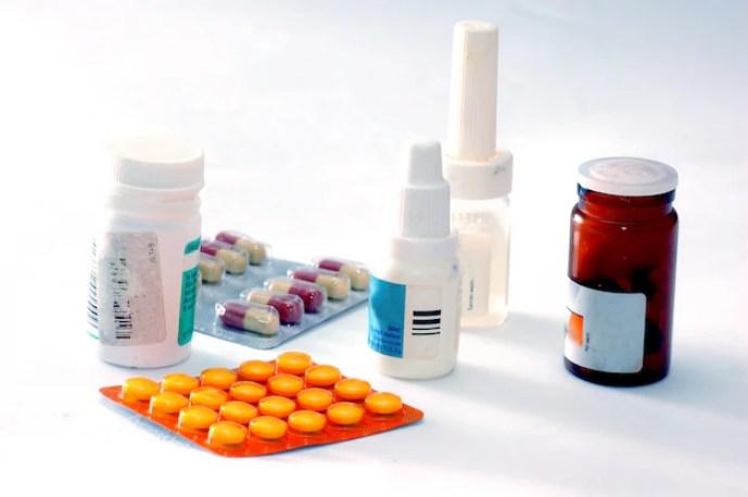 flacons de médicaments et pilules Photo gratuit