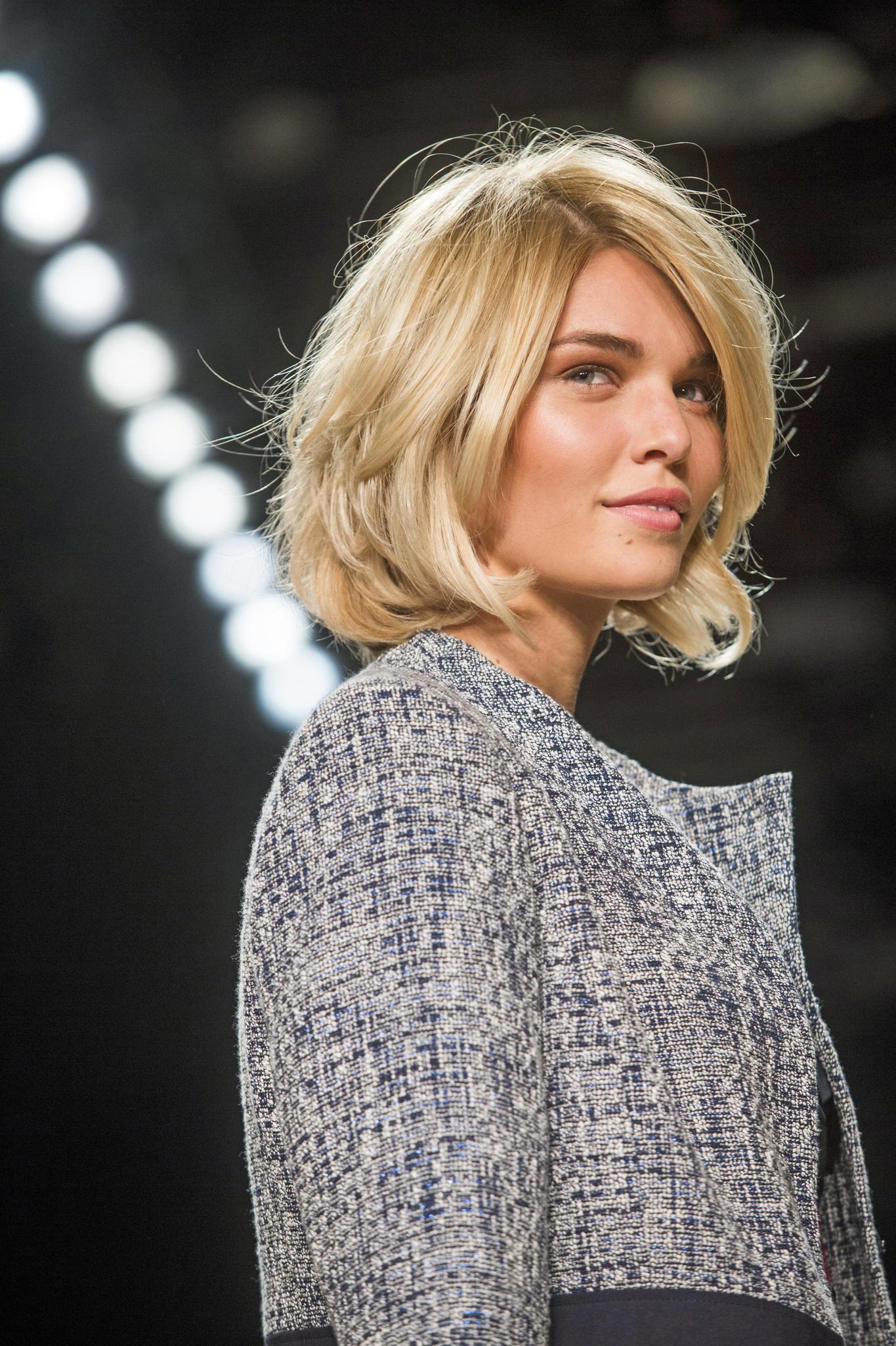 Einfache Hochsteckfrisuren Fur Kurzhaariges Haar Frisur Medium