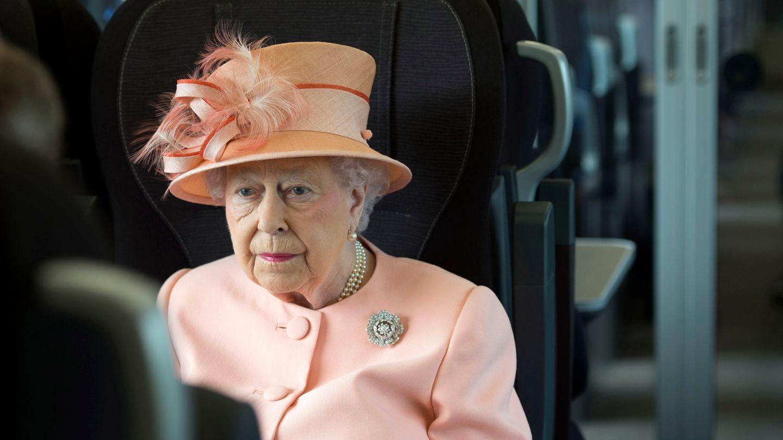 Queen Elizabeth Darum Fliegt Sie Nie Sondern Reist Mit Dem Zug Gala De