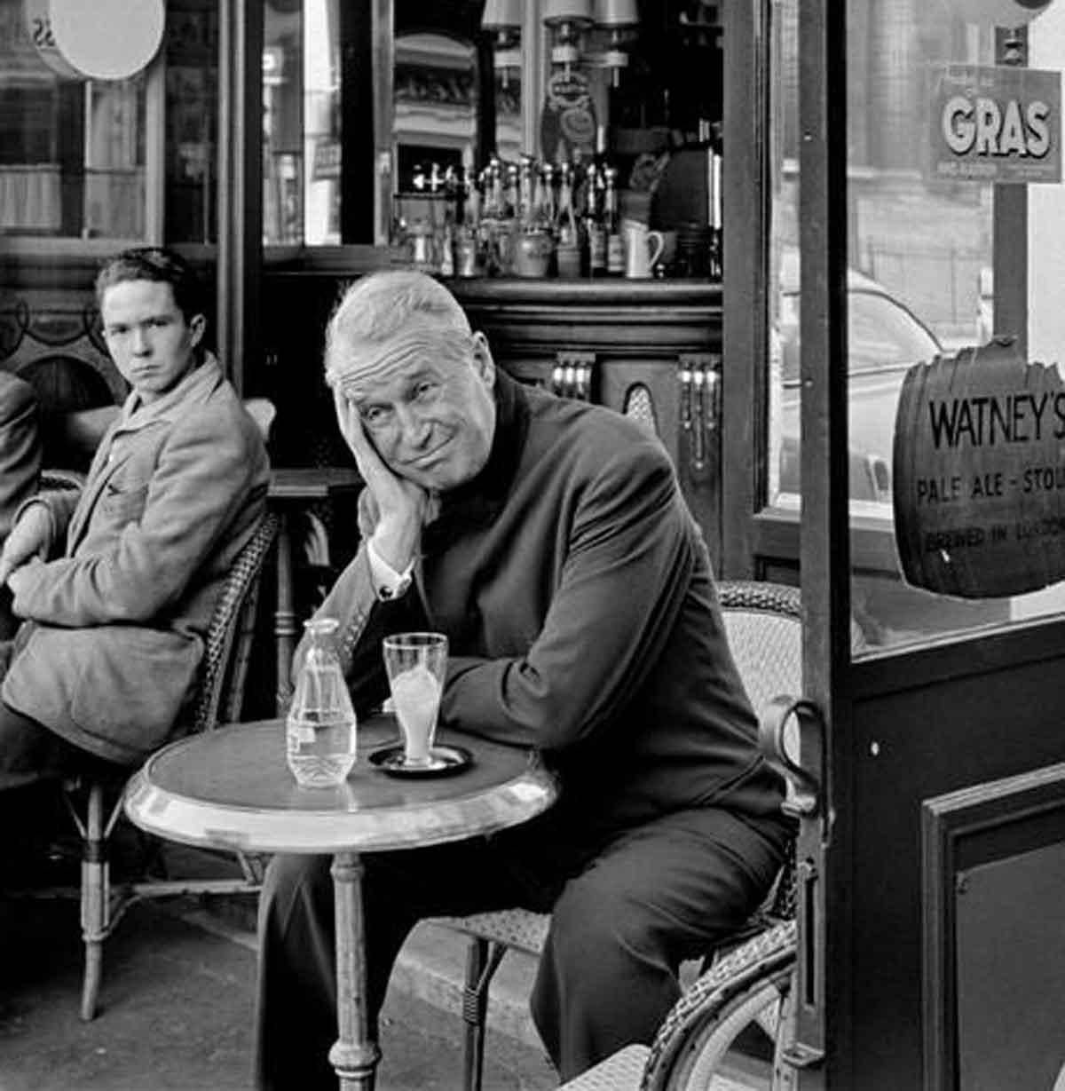 1954-Maurice-CHEVALIER---Paris-cafe