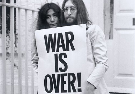 https://i2.wp.com/image.guardian.co.uk/sys-images/Arts/Arts_/Pictures/2007/10/09/yoko460.jpg