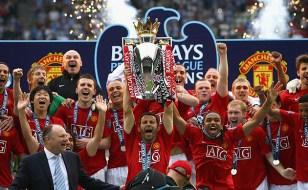 Manchester United celebrate winning the Premier League