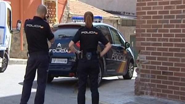 Una mujer y un niño mueren al caer desde un sexto piso en Murcia