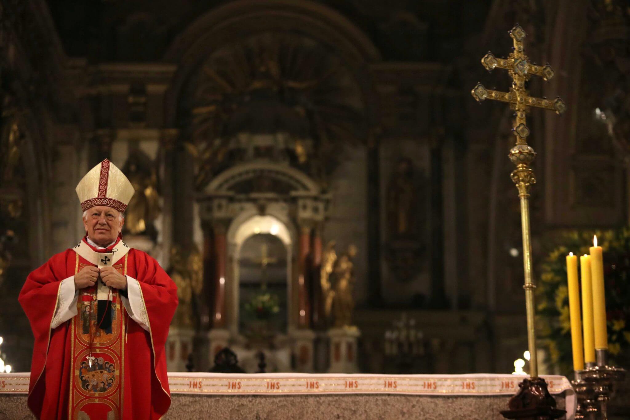 """La Iglesia de Chile pide disculpas por un manual que alerta a sacerdotes contra """"dar palmadas en los glúteos y tocar el área de los genitales"""" a niños"""