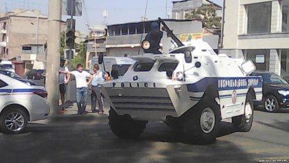 В Ереване при захвате здания полиции погиб один человек, еще несколько получили ранения