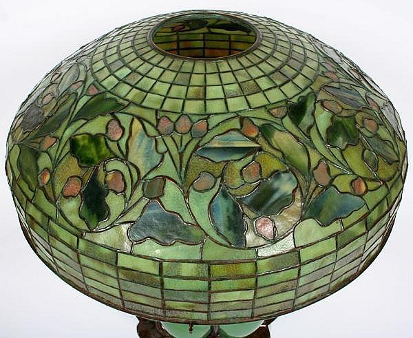 TIFFANY ACORN AND OAK LEAF TABLE LAMP ON BRONZE AND BLOWN GL