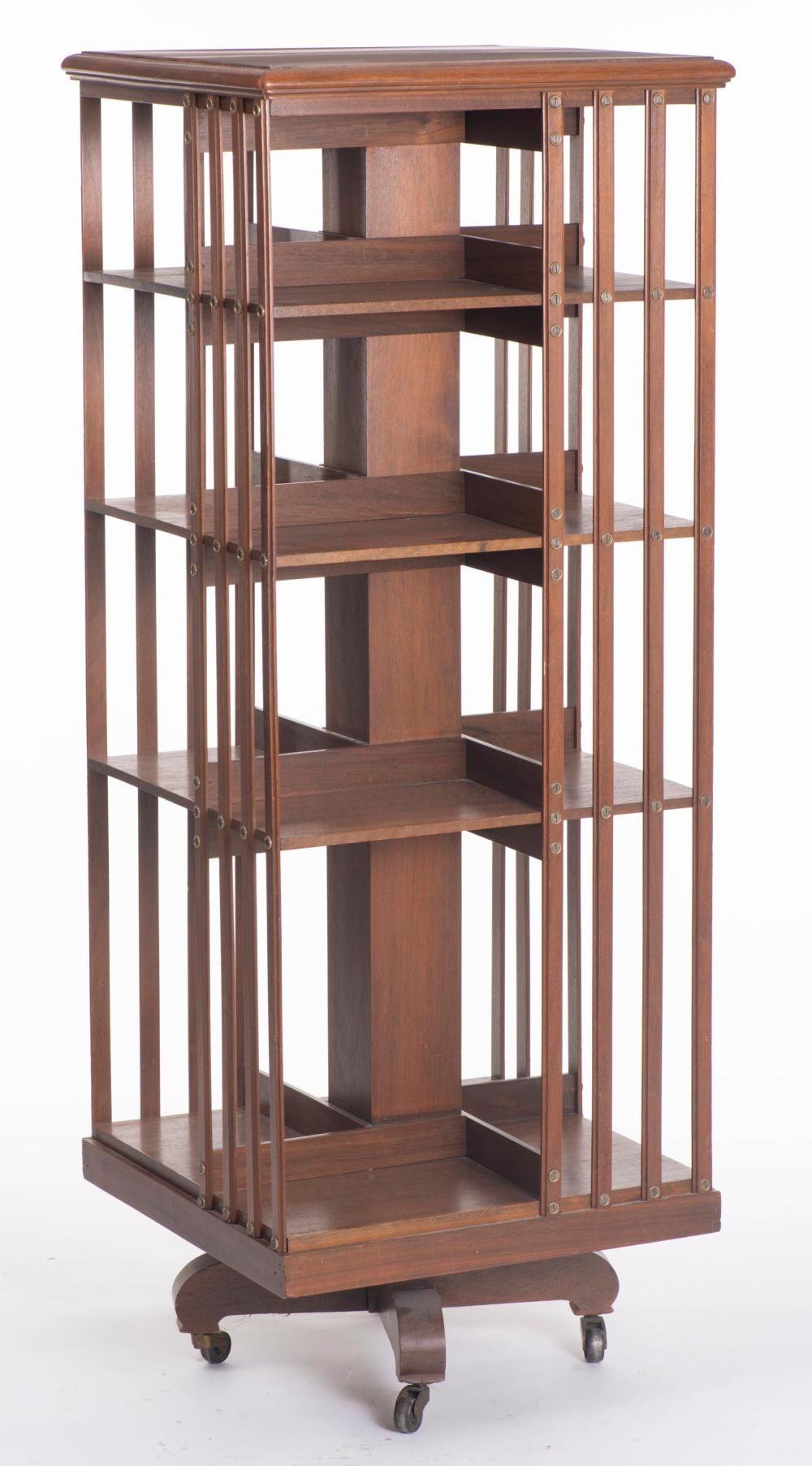 bibliotheque tournante de style anglais en bois a quatre etageres
