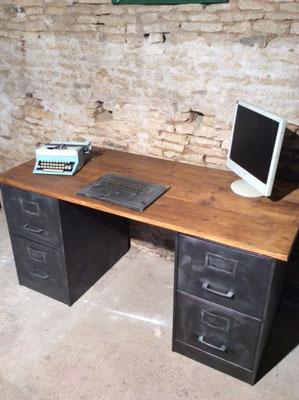 bureau industriel sur mesure fait avec des anciens meubles industriels