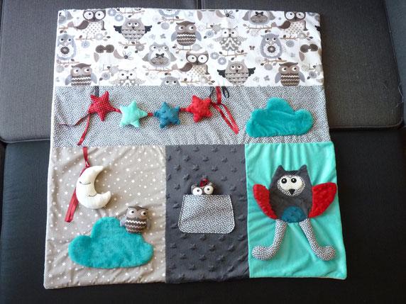 couverture tapis d eveil hiboux chouettes etoiles nuages rouge gris bleu bebe garcon