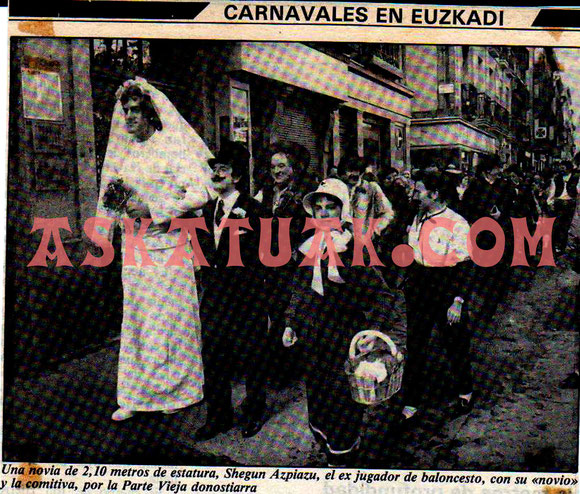 fuente: www.askatuak.com Shegun disfrazado de novia,