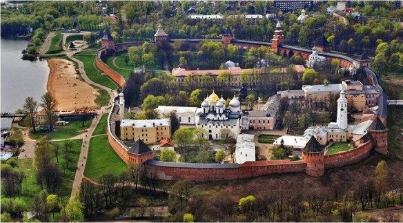 https://turistiando-rusia.jimdo.com/gu%C3%ADas-en-espa%C3%B1ol-a-la-primera-ciudad-rusa-veliki-n%C3%B3vgorod/