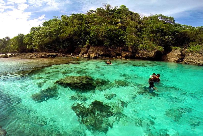 Magpupungko Pool in Pilar, Siargao, Philippines © Sabrina Iovino | via @Just1WayTicket