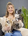 GOOD COMPANY: Karianne Vilde thinks it was good to meet the dogs Chanel and Khloe again after many weeks at the Farm.