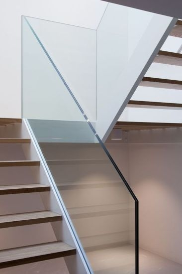 China 10Mm Clear Pvb Film Laminated Tempered Glass Balustrade | Glass Banisters For Stairs Price | Floating Stairs | Oak Staircase | Oak Handrail | Wood | Curved Glass