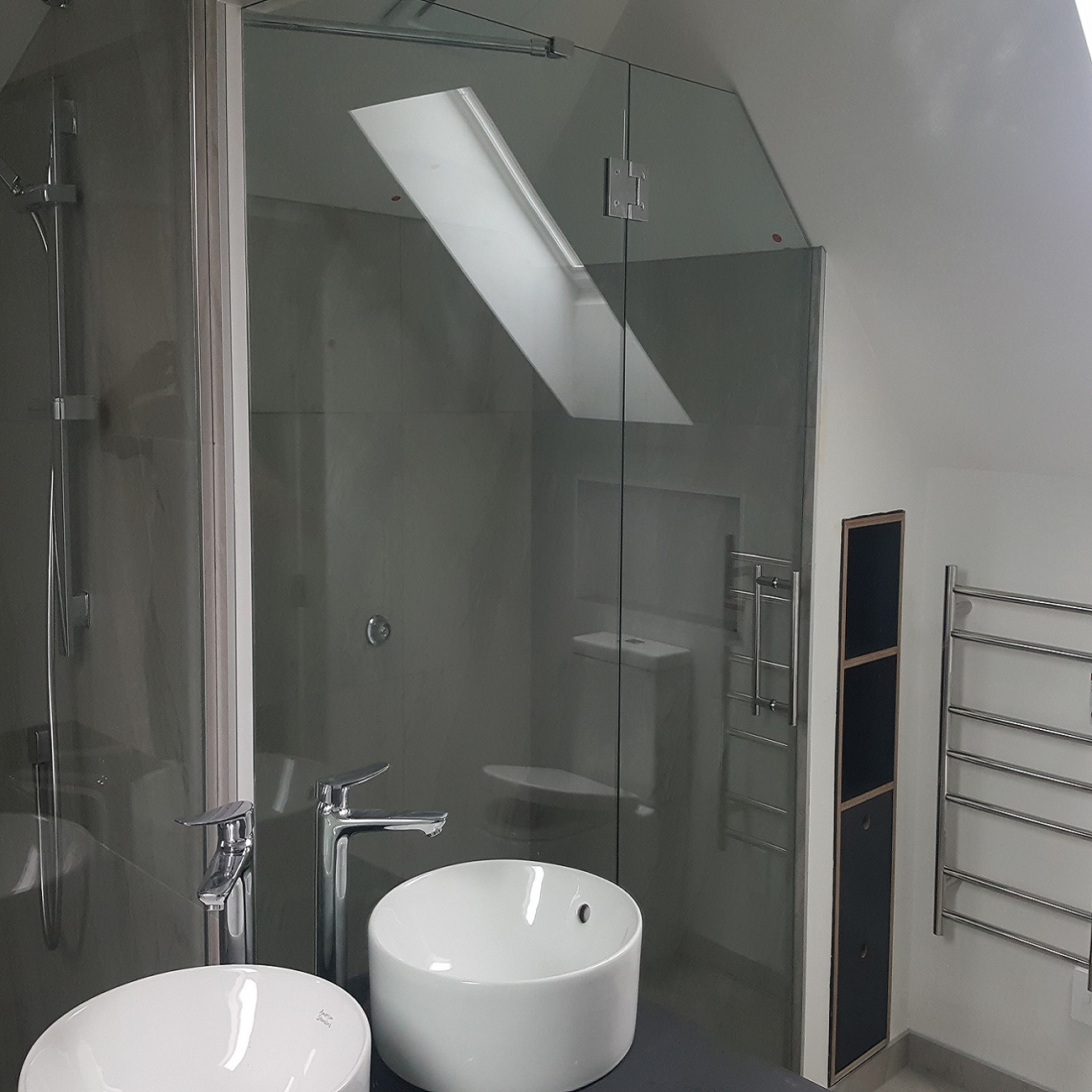 Hot Item Hotel Villa Use Stainless Steel Hardware Frameless Glass Bathroom Shower Door Shower Screen