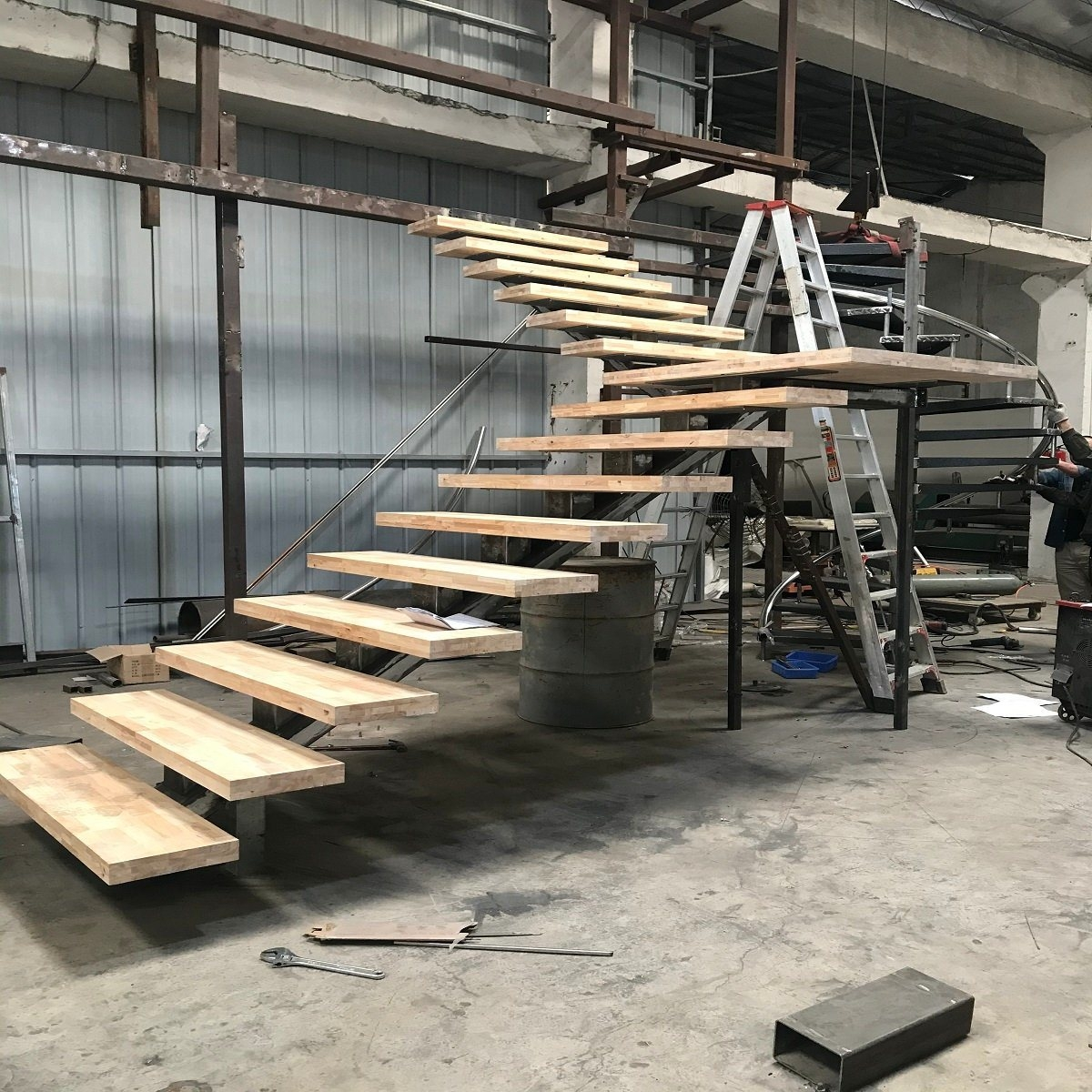 China 2020 Idl Wood Stairs Steps L Shaped Steel Metal Staircase | Already Made Wooden Steps | Hardwood | Concrete Steps | Stair Case | Spiral Staircase | Handrail