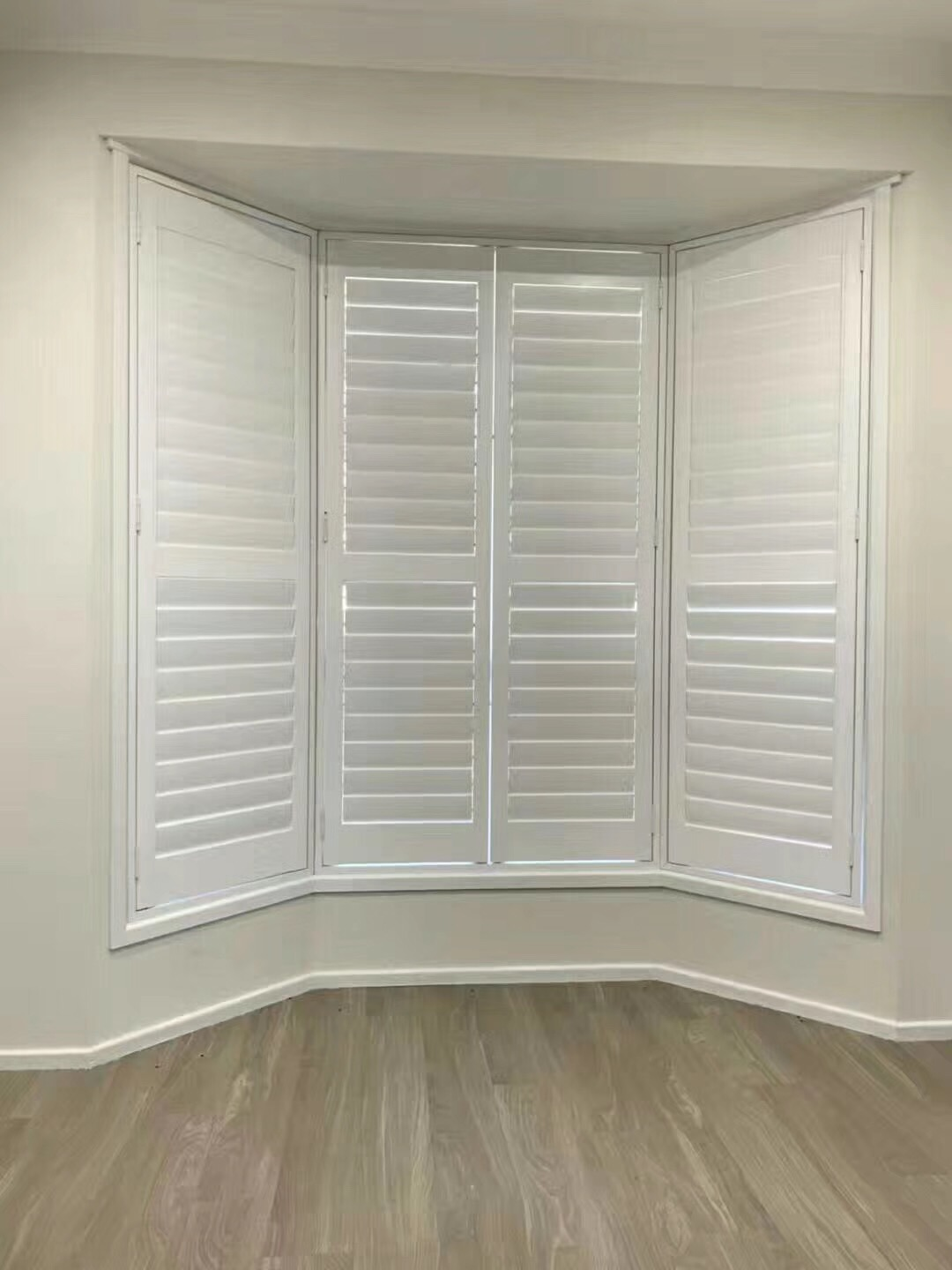 Hot Item 2019 Bay Window With High Quality Wooden Plantation Shutters