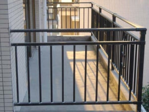 China Indoor Outdoor Metal Stair Railing Wrought Iron Balcony   Metal Stair Railing Indoor   Exterior Metal   Staircase   Stair Residential Building   Cost Glass   Traditional