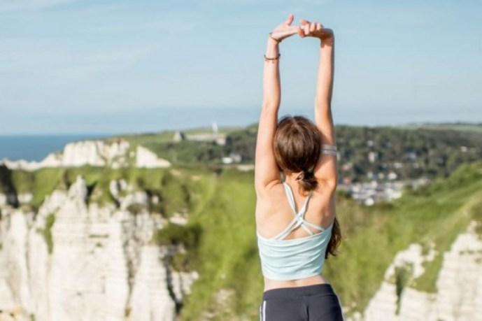 背中 痩せる 方法 寝ながら できる ストレッチ 簡単 美背中