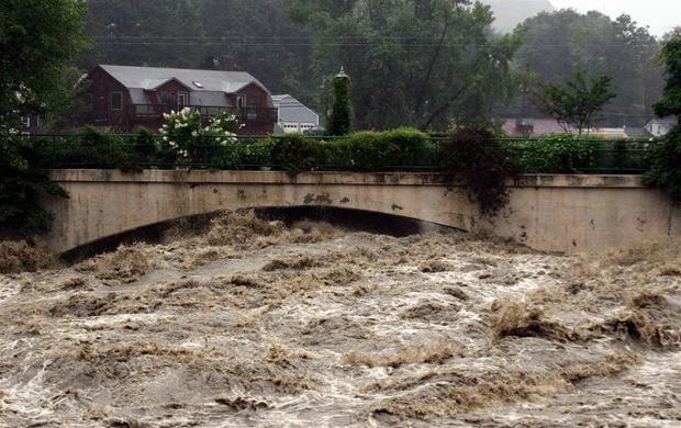 Hurricane Irene Deluges Western Massachusetts Flood Waters Wont Crest For Days