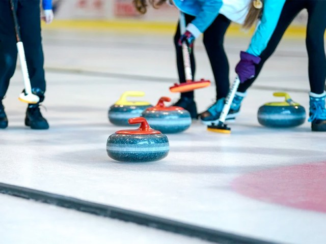 В Калгари керлингистки сборной России со счетом 8:7 победили команду Канады в четвертом матче предварительного раунда чемпионата мира