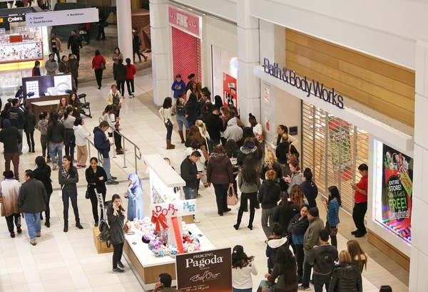 Victoria's Secret has a large line of shopper form before it opens on Thanksgiving eve in 2016 at Menlo Park Mall in Edison. (Andrew Miller   For NJ Advance Media)