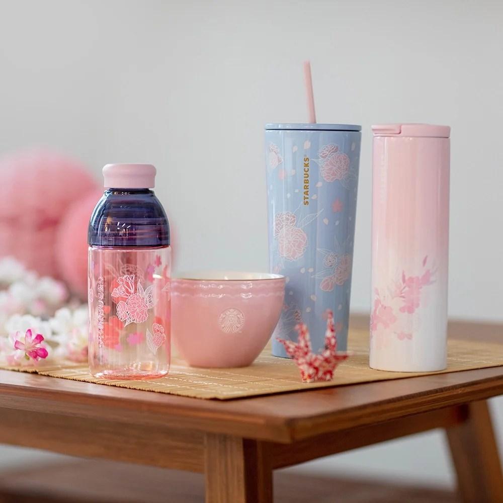 香港Starbucks都有櫻花杯!超靚淡粉紅色~夢幻飄浮花瓣設計! | HolidaySmart 假期日常