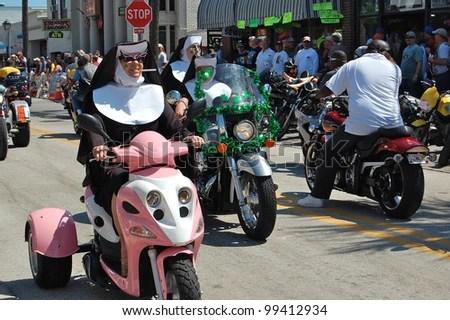 https://i2.wp.com/image.shutterstock.com/display_pic_with_logo/215362/99412934/stock-photo-daytona-beach-fl-march-bikers-get-creative-as-they-cruise-main-street-dressed-like-nuns-99412934.jpg