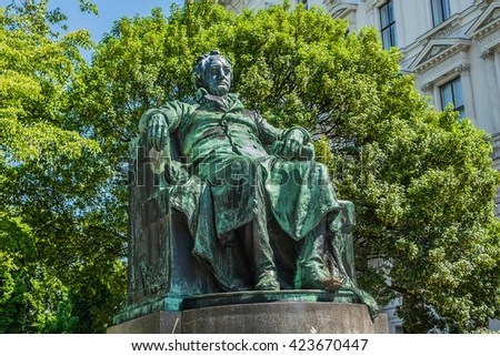 https://i2.wp.com/image.shutterstock.com/display_pic_with_logo/677095/423670447/stock-photo-statue-of-the-famous-german-writer-johann-wolfgang-von-goethe-designed-by-edmund-hellmer-423670447.jpg